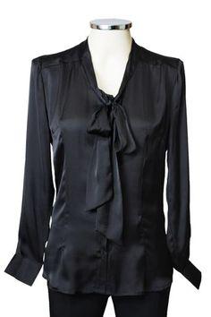 Camisa em cetim gola laço preta