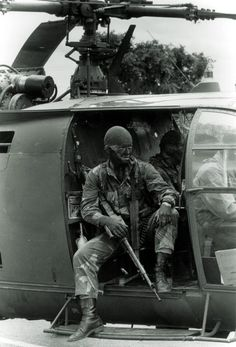 A soldier from the Rhodesian Light Infantry Military Photos, Military History, Military Life, We Are The Mighty, Military Special Forces, Vietnam War Photos, All Nature, Modern Warfare, African History