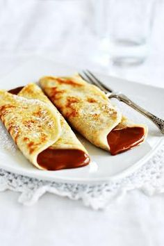 Crepes with dulce de leche. Gluten free crepes filled with dulce de leche (in Spanish) Gluten Free Sweets, Gluten Free Baking, Vegan Gluten Free, Gluten Free Recipes, Crepes Filling, How To Make Crepe, Pancakes And Waffles, Healthy Sweets, Health Desserts