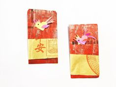 Happy last Day of the Monkey  If you've forgotten your red envelopes for the start of the Year of the Rooster never fear #gotyourback  Get the kids to paint sheets of newspaper red (thanks Australian Chinese Daily.) Decorate with roosters- tutorial #ontheblog #linkinprofile showing you how to make these little guys.  Chinese New Year is the theme over at @kidartlit this week hosted by the ever-fab @julialinsteadt and @chickadee.lit. So get sharing your books and art around this theme for…
