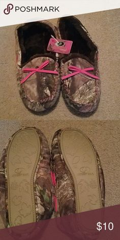 Mossy oak slippers, NWT Soft comfy camo slippers Mossy Oak Shoes Slippers