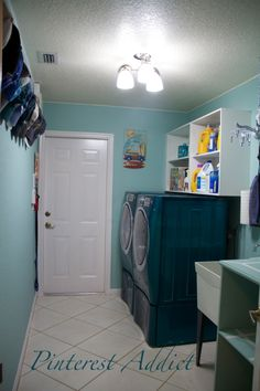Laundry Room Makeover – It almost makes me want to do laundry.