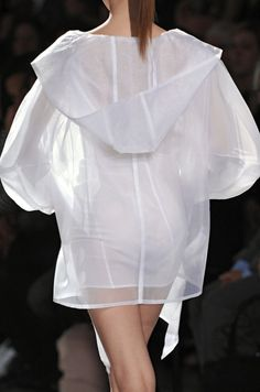 White See Through Raincoat Runway Fashion, High Fashion, Fashion Show, Womens Fashion, Fashion Design, Fashion Fashion, Style Haute Couture, Casual Summer Outfits For Women, Rompers Women