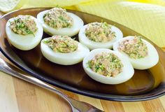 Healthy Easter Recipe: Lemon-Dill Chicken Salad-Stuffed Eggs Eggs stuffed with fragrant chicken with herbs -- This recipe is a perfect easter recipe. Easter Recipes, Egg Recipes, Healthy Recipes, Dill Chicken, Chicken Salad, Antipasto, Finger Foods, Street Food, Clean Eating