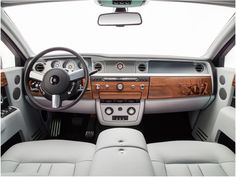 The Rolls-Roycs Phantom Metropolitan Collection pays homage to the world's great metropolises through the meticulous application of marquetry – the art of inlaying small pieces of wood veneer to form decorative motifs.