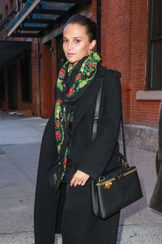 Alicia Vikander, Sophie Turner, & Chloe Moretz Team Up for Louis Vuitton Project Alicia Vikander bundles up in a floral-print Ragdoll scarf and a black coat as she leaves a Louis Vuitton photo shoot at the Highline Stages on Monday (February… Black Louis Vuitton Bag, Alicia Vikander Style, Michael Fassbender And Alicia Vikander, Swedish Actresses, Swedish Girls, Old Models, College Outfits, Fashion Fabric, Autumn Winter Fashion