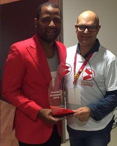 """Yuri da Cunha recebe troféu de """"Artista destaque"""" e volta a ser o rosto da Movicel https://angorussia.com/entretenimento/famosos-celebridades/yuri-da-cunha-recebe-trofeu-artista-destaque-volta-rosto-da-movicel/"""
