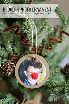 DIY Printable Rudolph Photo Ornament Craft. Just a few supplies and you have the newest ornament for your Christmas Tree!