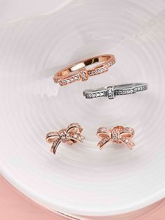 Pretty bows and ribbon-inspired jewelry pieces celebrate bonds of love and affection with a pretty pink twist. #PANDORA #PANDORArose #PANDORAring #PANDORAearrings
