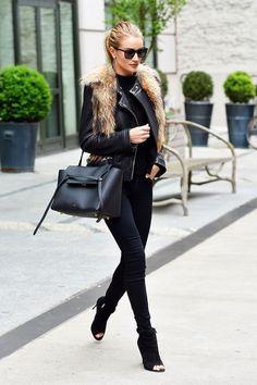 Rosie Huntington-Whiteley carried a Celine Belt Bag Rosie Huntington Whiteley, Look Fashion, Daily Fashion, Street Fashion, Net Fashion, Runway Fashion, Wearing All Black, All Black Outfit, Street Style
