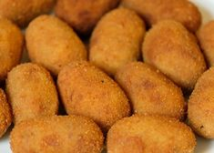 Try our spicy southern smoked salmon croquettes recipe today. These smoked salmon croquettes are easy to prepare and taste fantastic. Chicken Croquettes, Croquettes Recipe, Les Croquettes, Chicken Patties, Salmon Croquettes, Fish Recipes, Chicken Recipes, Papier Absorbant, Good Food