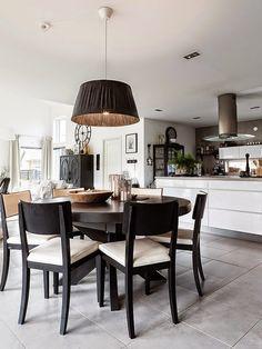Casinha colorida: Cozinha e sala de jantar integradas