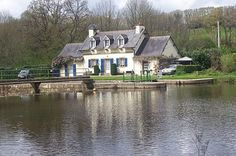 House for sale in Carhaix-Plouguer, France : and very attractive furnished lock cottage gite and garden along the Canal!