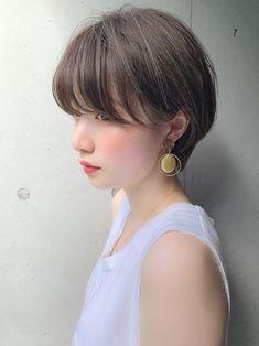 Pin on ヘアスタイル Girl Short Hair, Short Hair Cuts, Love Hair, Girl Hairstyles, Eyebrows, Curly Hair Styles, Vintage Outfits, Hair Makeup, Hair Beauty