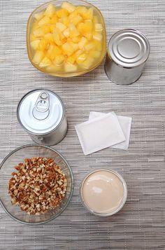 Esta gelatina es un dulce postre que cierra bien cualquier comida.  Ingredientes  1 lata de leche evaporada 1 lata de leche condensada 1 lata de media crema 1 lata de piña en trozos 1/2 taza de nuez picada