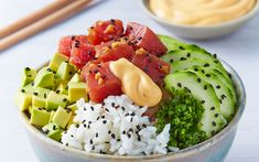 Poke Sushi, Tuna Poke, Poke Bowl, Spicy Sauce, Good Food, Yummy Food, Wine Recipes, Healthy Recipes, Delicious Recipes