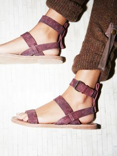 Crossfire Sandal Essential leather sandal featuring an adjustable ankle strap. Sock Shoes, Cute Shoes, Me Too Shoes, Shoe Boots, Women's Shoes, Daily Shoes, Looks Style, My Style, Over Boots