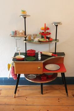 selbstgebaute Kinderküche, Tags 50er + Selbstgebaut + Kinderküche + Blumenetagère