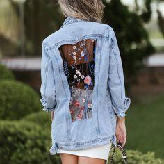 O jeans é o eterno cool. Não interessa a década ou temporada sempre aparece reformulado. Agora é a vez do jeans com transparência e aplicação de bordado, uma combinação que deixa o look casual ainda mais descomplicado  #denim #trend #fashion