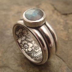 Sterling Silver Rings - The same as my previous secret garden rings but this time with an 8 mm faceted labradorite cab. In this ring, the stone does not overhang the band. Jewelry Art, Jewelry Rings, Silver Jewelry, Jewelry Accessories, Fashion Jewelry, Jewelry Design, Silver Rings, Unique Jewelry, Jewlery