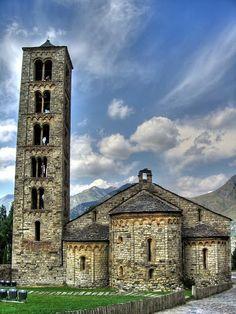 High-Romanesque Spain, Taüll, Church of San Climent 1123 Architecture Romane, Romanesque Architecture, Historical Architecture, Beautiful Architecture, Art And Architecture, Pre Romanesque, Architecture Religieuse, Roman Church, Modelos 3d