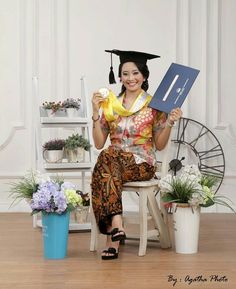 Agatha 01 Graduation Pose, Graduation Photography, Conceptual Photography, Portrait Ideas, Kebaya, Photo Studio, Photo Booth, Diy Projects, Indoor