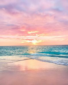 ― Helen Janneson Benseさん( 「This is my happy place ☀️✨ where the sun kisses the ocean and paints the sky 💫 the place where I'm…」 Strand Wallpaper, Ocean Wallpaper, Summer Wallpaper, Nature Wallpaper, Beach Sunset Wallpaper, Aesthetic Backgrounds, Aesthetic Wallpapers, Beach Aesthetic, Purple Aesthetic