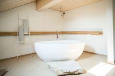 Clawfoot Bathtub, Location, Bathroom, Washroom, Bathrooms, Bath