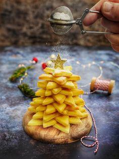 Recette de sapin en biscuit de Noël Food Photography Styling, Food Styling, Galletas Cookies, Cookies Et Biscuits, Food Presentation, Waffles, Xmas, Breakfast, Genre