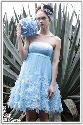 Robe courte de fleurs en soie bleu