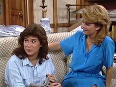 Lisa Whelchel with Nancy McKeon. Sky blue elbow length button up shirt with breast pockets and matching skirt. This could also be a dress. Tv Actors, Actors & Actresses, Nancy Mckeon, Lisa Whelchel, Charlotte Rae, Life Tv, 80s Aesthetic, Classic Tv