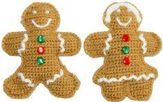 """Galletas de jengibre o gingerbread cookies tejidas a crochet y decoradas con """"glasé"""" de lana blanca y botones en colores navideños."""