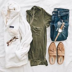 Current staples: olive v-neck, Patagonia pullover, tan slides..👌🏼Perfect Saturday #ootd for running errands today!💗I'm all about wearing pieces in multiple ways (more bang for your buck heyoo!🙌🏽), so you'll often see my faves on repeat..👊🏼👟👚Get my product details sent to your email inbox by signing up with @liketoknow.it or you can shop my insta feed by visiting LivvyLand.com/shop-my-feed✨✨http://liketk.it/2qvVV #liketkit #atx #cozy #weekend #thatsdarling #darlingmovement…