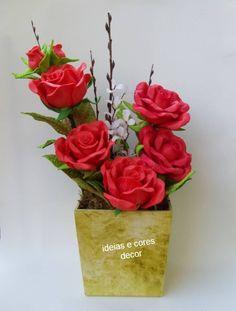Vaso de rosas em eva