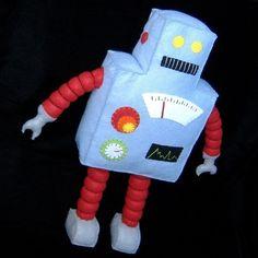 DIY Felt Robot by: Gulf Coast Cottage on Esty