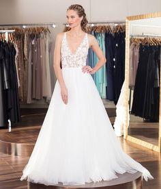 @micawhite_ looking beautiful in a dress from #flaresbridal in #walnutcreek  #canon5ds #bayareaphotographer #bayareamodel #eastbay #formal #weddingdress #weddinggown #sayyestothedress #photographer http://ift.tt/2l14rsR