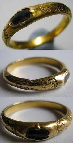 Gold finger ring, Europe, 14th century.