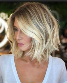 Shoulder-Length Spiraled Bob - 50 Wavy Bob Hairstyles – Short, Medium and Long Wavy Bobs for 2019 - The Trending Hairstyle Blonde Bob Wig, Brown Blonde Hair, Blonde Blunt Bob, Blonde Ombre, Blonde Bob With Fringe, Blonde Balayage Bob, Blonde Honey, Wavy Bob Hairstyles, Trending Hairstyles