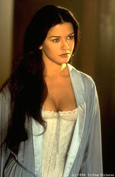catherine zeta jones zorro -one of the worlds most beautiful women Catherine Zeta Jones, Beautiful Celebrities, Beautiful Actresses, Beautiful People, Beautiful Women, The Mask Of Zorro, Actrices Hollywood, Hollywood Actresses, Pretty Woman