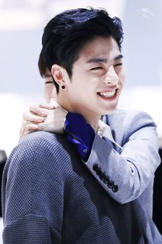 Is it only me or june ikon does look like gong yoo? Chanwoo Ikon, Kim Hanbin, Hip Hop, Yg Entertainment, Bobby, Rhythm Ta, Ikon Member, Koo Jun Hoe, Warner Music
