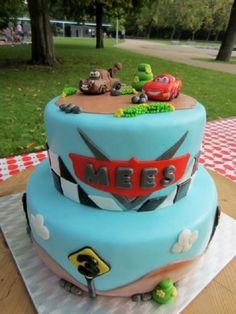 Cars cake By Taaartjes on CakeCentral.com