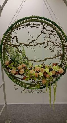 Best 11 Giant Wedding Wreaths: How-Tos on a Budget for The New Decor Trend Giant wedding wreaths are in RT mode in the 2018 wedding season. These are not your ordinary holiday wreaths hanging on your mother's fronIf you would rather not glue branch Arte Floral, Deco Floral, Ikebana, Flower Show, Flower Art, Fresh Flowers, Beautiful Flowers, Fleur Design, Modern Flower Arrangements