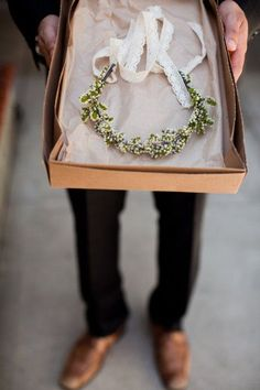 Coronas de Flores para Novias y Damas de Honor. Imagen: Green Wedding Shoes