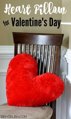 Free Valentine's Heart Pillow Sewing Pattern  \ DIY Crush