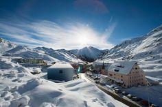 Nie wszyscy kochają jazdę na nartach ale skoro ktoś wyciąga Was do zimowego kurortu- jedzmy tam gdzie nie będziemy się nudzić. The perfect ski resort for someone who doesn't like skiing http://www.telegraph.co.uk/travel/ski/articles/an-austrian-ski-holiday-for-a-non-skier/?utm_campaign=crowdfire&utm_content=crowdfire&utm_medium=social&utm_source=pinterest   #ski #snow #narty