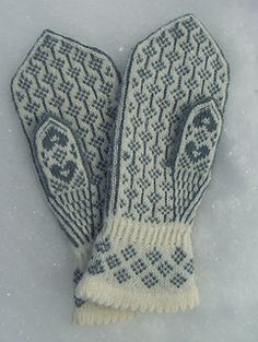 Kristin's Lyre Flower/Kristins Løytnantshjerter pattern by Wenche Roald Knitted Mittens Pattern, Knit Mittens, Mitten Gloves, Fingerless Mittens, Crochet Projects, Knit Crochet, Diy And Crafts, Knits, Sewing