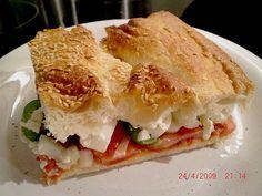 Fladenbrot mit Tomaten und Feta - Käse gefüllt, ein gutes Rezept aus der Kategorie Sommer. Bewertungen: 225. Durchschnitt: Ø 4,5.