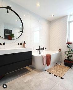 Bathroom Design Inspiration, Bathroom Interior Design, Cozy House, Corner Bathtub, Master Bathroom, New Homes, Construction, House Styles, Home Decor