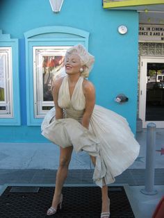 Marilyn Monroe statue in front of a movie theater in Key West, FL