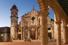 Plaza de la Catedral, Havana Cuban Architecture, Cuba Cars, Cuba Travel, Havana Cuba, Place Of Worship, Puerto Rico, Barcelona Cathedral, Caribbean, Cayo Santa Maria